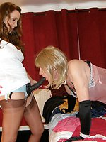 Blonde crossdresser feels Janes huge strapon deep in her mouth